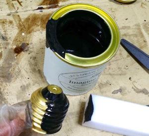 電球瓶を黒に塗装する