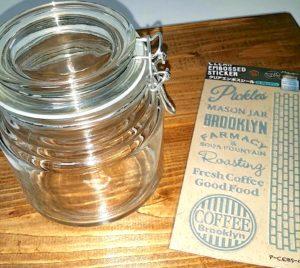 セリアの空き瓶とエンボス加工シール