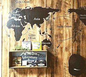 100均DIYで作った飾り棚