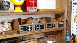 棚に並べた木箱収納のアイキャッチ