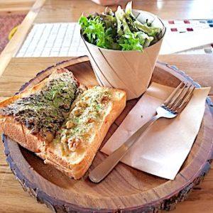 岸和田のカフェ「猿とモルターレ」の小倉トーストとカスタードのトースト