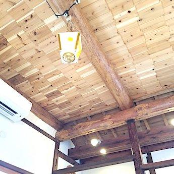 猿とモルターレの店内ランプ