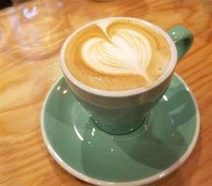 泉佐野のカフェ「グリーンウッドコーヒー」のカフェラテ