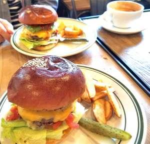 堺のハンバーガーショップ「Natmeg」のハンバーガー