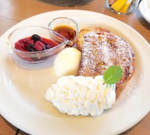 岸和田のブルースターカフェの無添加のパンで作られたフレンチトースト