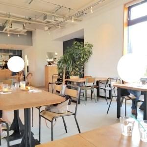 岸和田のブルースターカフェの店内