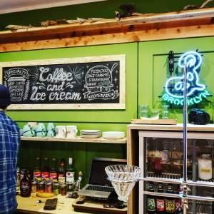 泉佐野のカフェグリーンウッドコーヒーの店内