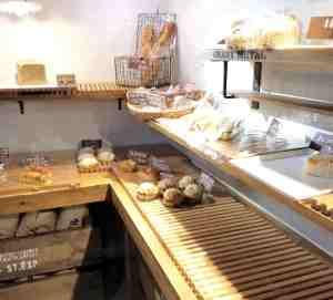 パン屋一休のパンの陳列棚