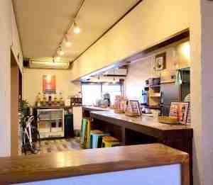 貝塚のカフェCARAの店内