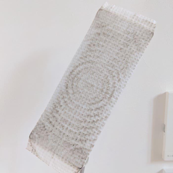 クイックルワイパーで網戸を拭いた汚れ